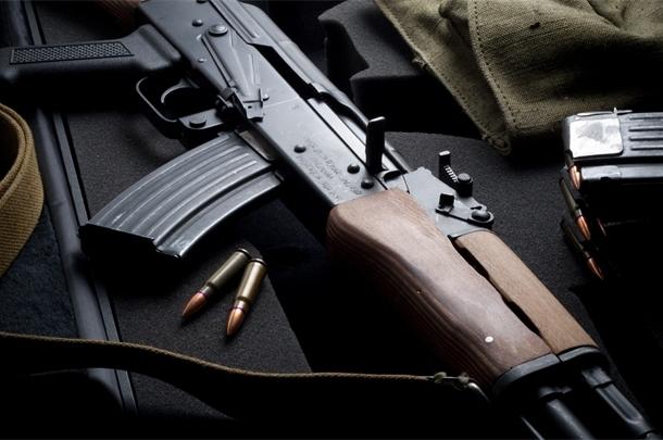 Бійці коломойського з батальйону Дніпро скрутили охорону Одеського НПЗ, відкрили ворота і крадуть нафтопродукти
